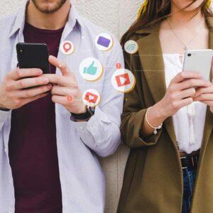 Tutorías para aprender a usar el móvil. Actividad soledad no deseada